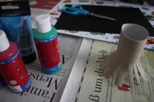 Was man braucht: Klorollen und Farbe